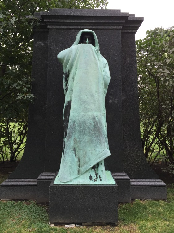 Statue at Chicago cemetery. Creepy.